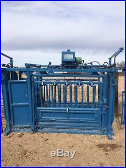 Cattleac Hydraulic Cattle Squeeze Chute
